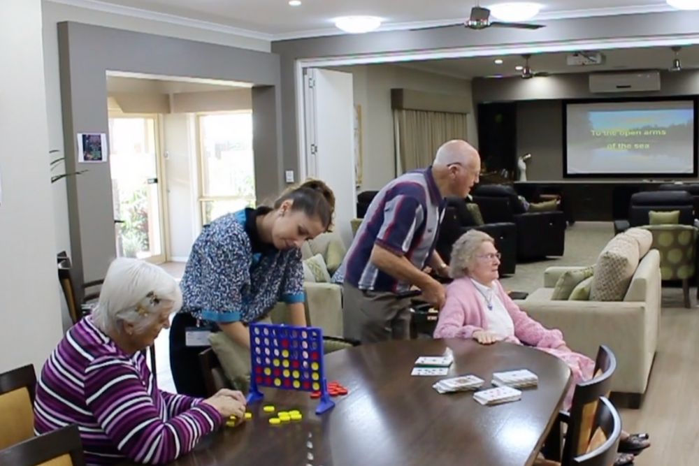 Shalom day program helps residents with dementia